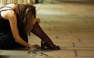 В Днепре пьяная женщина кидалась на врачей - ФОТО