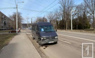 На Днепропетровщине столкнулись маршрутка и Daewoo - ФОТО