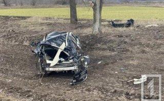 На Днепропетровщине Infiniti слетела в кювет, есть пострадавшие - ФОТО