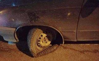В Каменском неизвестный подбрасывает камни под колеса автомобилей (фото) - ФОТО