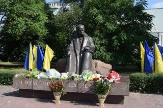 В Каменском отмечают 207-й день рождения Тараса Шевченко - ФОТО