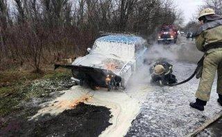 На Днепропетровщине загорелся автомобиль ВАЗ - ФОТО