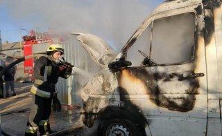 В Днепре загорелся автомобиль Volkswagen - ФОТО