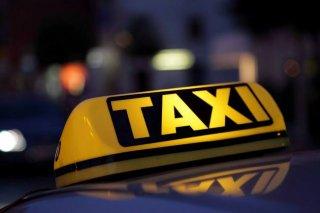 В Днепре таксисты парализовали движение в городе (видео) - ФОТО