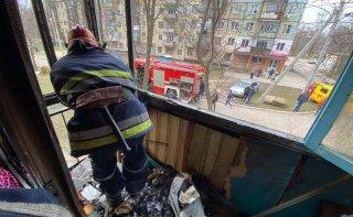 На Днепропетровщине в пятиэтажке загорелся балкон квартиры - ФОТО