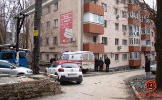 В Днепре мужчина выпрыгнул из окна - ФОТО