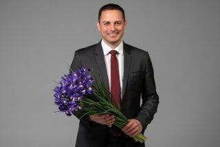 Кам'янський міський голова Андрій Білоусов вітає всіх жінок зі святом 8 Березня - ФОТО