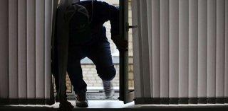 Открывают калитки и врываются в дома: в Днепре орудует новая банда домушников (видео) - ФОТО