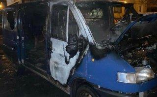 На Днепропетровщине сгорел микроавтобус - ФОТО