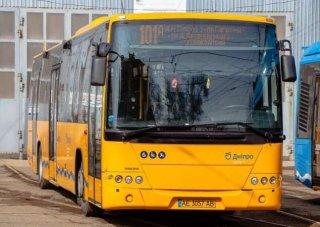 В Днепре пассажир ради интереса разбил стекло в маршрутке - ФОТО