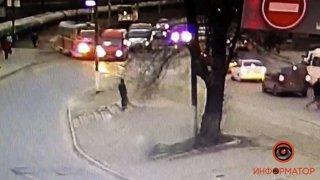 В Днепре столкнулись маршрутка и трамвай: видео - ФОТО
