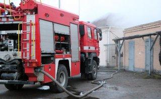 В Днепре горело административное здание предприятия (видео) - ФОТО