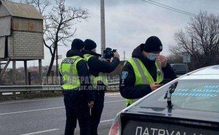 В Днепре водитель на Lexus убегал от полиции (видео) - ФОТО