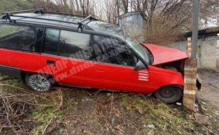 В Днепре Opel врезался в столб - ФОТО