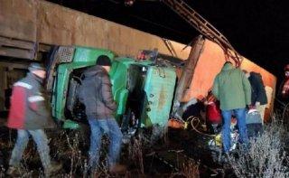 На Днепропетровщине произошло жесткое ДТП: столкнулись грузовик и поезд - ФОТО