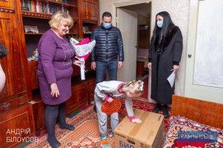 Мэр Каменского поздравил мам, которые воспитывают детей с инвалидностью - ФОТО