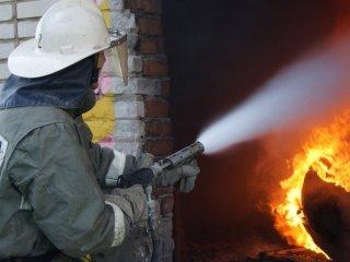 На Днепропетровщине загорелся гараж - ФОТО
