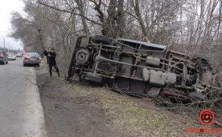 В Днепре перевернулся грузовой автомобиль - ФОТО