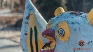В Днепре скульптуры в парке Глобы измазали фекалиями - ФОТО
