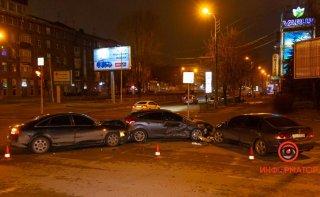 В Днепре столкнулись Honda, Ford и Audi: есть пострадавшие - ФОТО