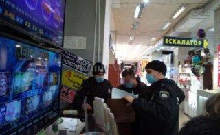В Днепре оштрафовали парня без маски - ФОТО