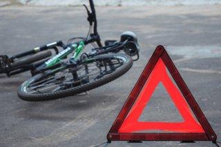 В Днепре пешеходы сбили велосипедиста (видео) - ФОТО