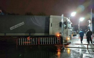 В Днепре фура протаранила въездной терминал автовокзала - ФОТО