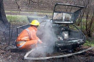 На Днепропетровщине во время движения загорелся автомобиль (фото) - ФОТО