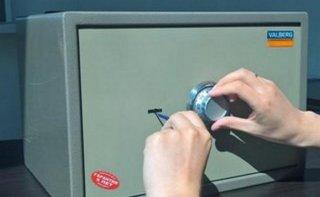 В Днепре грабитель запер девушку в бане и украл из сейфа деньги - ФОТО