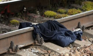 На Днепропетровщине поезд разрезал женщину на части - ФОТО