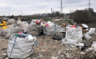 На Днепропетровщине чиновники устроили незаконную свалку (видео) - ФОТО