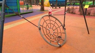 В Днепре вандалы уничтожили первый в Украине инклюзивный парк - ФОТО