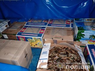 Под Днепром у мужчины изъяли более 300 кг раков - ФОТО