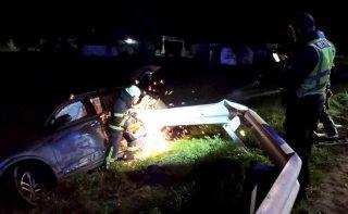 Под Каменским «Audi SQ7» врезался в отбойник и слетел в кювет - ФОТО