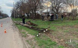На Днепропетровщине микроавтобус влетел в столб - ФОТО