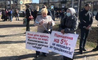 На Днепропетровщине работники крупного металлургического предприятия требуют повышения зарплаты - ФОТО