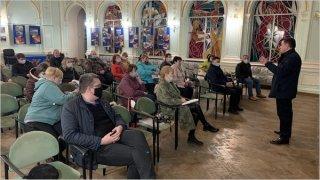 Каменчан - сотрудников ДМК страхуют от Covid-19 - ФОТО