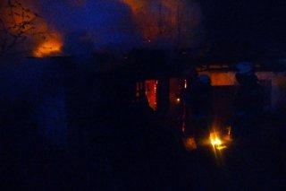 В Днепре загорелась хозпостройка (фото) - ФОТО