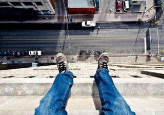 На Днепропетровщине молодой мужчина пытался спрыгнуть с 9 этажа (фото) - ФОТО