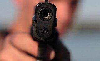 На Днепропетровщине в квартиру женщины ворвался пьяный сосед с пистолетом - ФОТО
