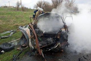 Под Каменским загорелся автомобиль: пострадал водитель (фото, видео) - ФОТО