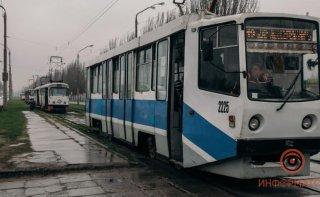 В Днепре женщина на ходу выпала из вагона трамвая - ФОТО