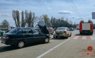 """В Днепре """"Славута"""" протаранила Renault: есть пострадавшие - ФОТО"""
