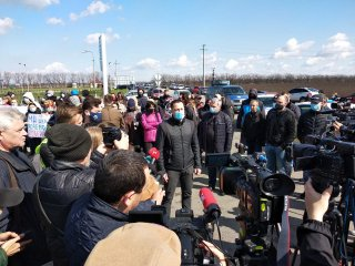 Мэр Каменского приехал к протестующим - ФОТО