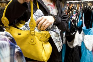 Гламурная воровка: в Днепре женщина украла одежду из бутика - ФОТО