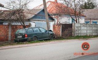 В Днепре водитель на Skoda уснул и врезался в столб - ФОТО