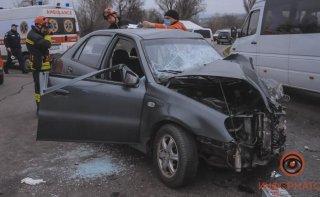 В Днепре столкнулись Geely и Toyota, есть жертвы - ФОТО