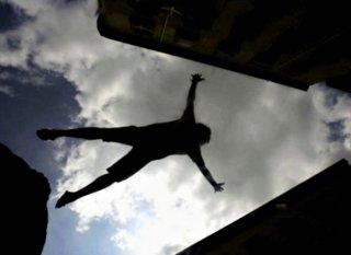 В Днепре мужчина выпрыгнул из окна 4 этажа (фото 18+) - ФОТО