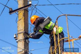 В Каменском продолжают восстанавливать наружное освещение - ФОТО