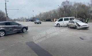 В Днепре Daewoo Lanos протаранил Ford: пострадал ребенок (видео) - ФОТО